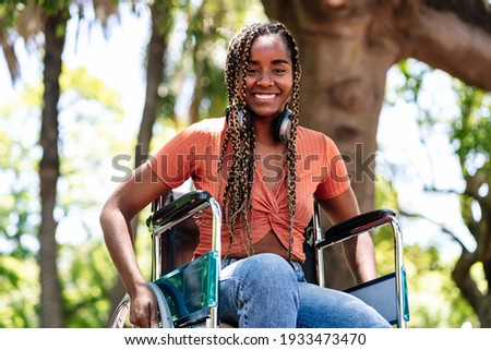 Woman in wheelchair listening music with headphones. Foto stock ©