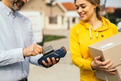 woman paying with visa card for package delivery service