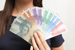 woman showing rupiah money