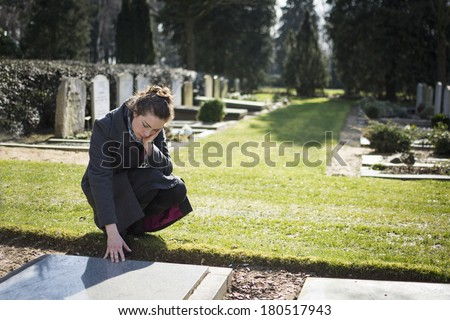 Woman sitting at grave Foto stock ©