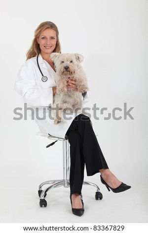 woman veterinarian holding dog