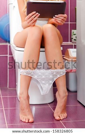 девушек фото в туалете
