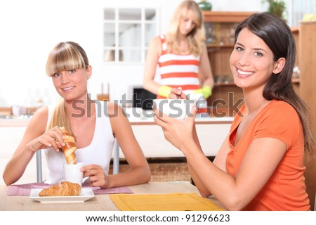 Women eating breakfast