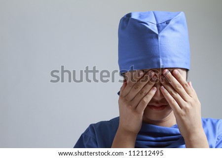 Women, surgical gowns