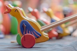 Wood rolling ducks, an homemade game for kids