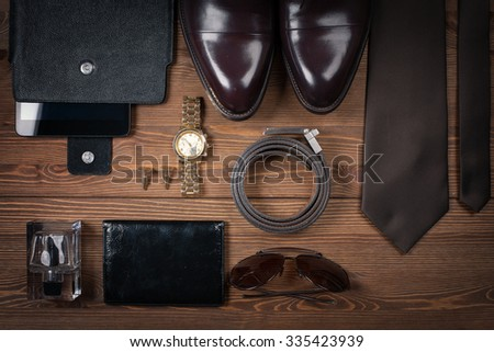 wood texture. Men\'s everyday objects on a dark background. business meeting. Accessories for the business of the day.