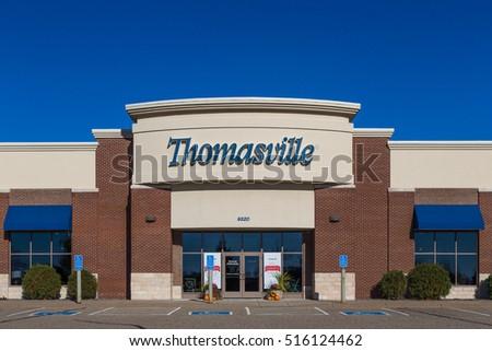 WOODBURY, MN/USA   NOVEMBER 13, 2016: Ethan Allen Store Exterior And