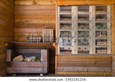 Wooden barn with vending machine for selling and buying eggs. Stockfoto ©