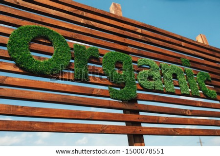 Wooden billboard with the logo 100 % organic with leaves. Organic insiration . Organic icon. Natural product #1500078551