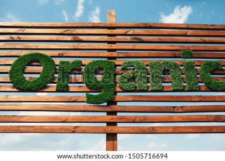 Wooden billboard with the logo 100 % organic with leaves. Organic insiration . Organic icon. Natural product #1505716694