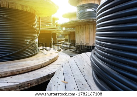Wooden Coils Of Electric Cable Outdoor. High and low voltage cables in the storage Foto stock ©