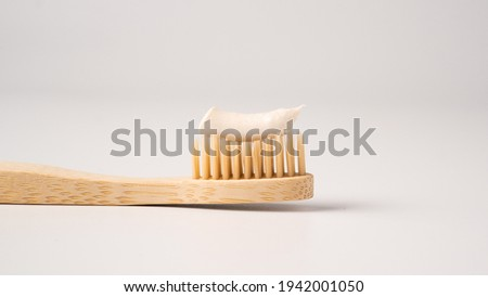 Wooden eco toothbrush with toothpaste on a white background. Bamboo toothbrush. Foto stock ©