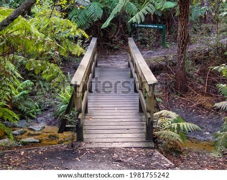 Wooden footbridge over the Roaring Meg Creek - Wilsons Promontory, Victoria, Australia Stock fotó ©