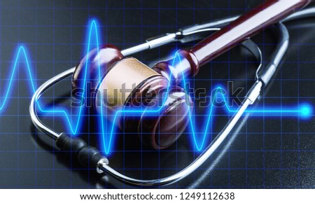 Wooden gavel and stethoscope, close-up view Foto d'archivio ©
