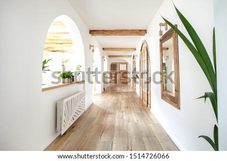 Wooden handmade mirror in hallway boho interior. Home indoors design concept. Foto stock ©