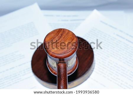 Wooden judges gavel, close up. yargıtay- danıştay. hakim tokmağı. mahkeme. avukat. adliye. karar. mahkeme kararı.  Stok fotoğraf ©