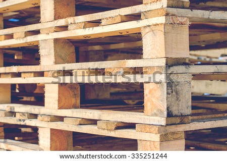 wooden pallet overlap in warehouse