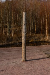 Wooden pole with metal rings used for training