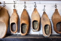 Wooden shoes in different sizes