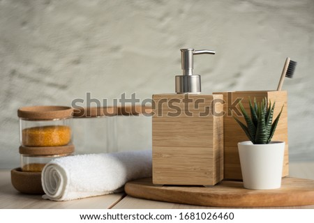 Wooden soap dish and toothbrush. Bath accessories. Wooden dispenser soap. Foto d'archivio ©