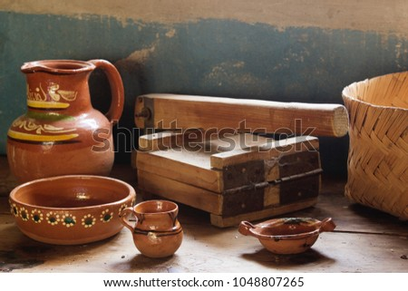 Wooden tortilla making machine and several mexican cooking items, mexican kitchen,  Foto stock ©