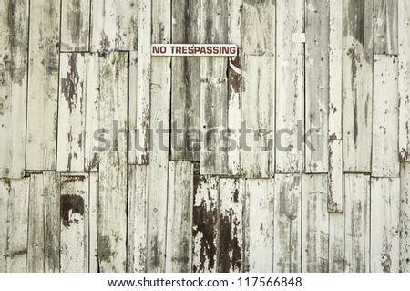Wooden wall pattern with paint peeling off