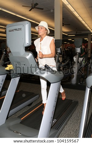 WOODLAND HILLS - JUN 2: LeAnn Rimes at the Grand Opening Celebrity VIP Reception of the FIRST SIGNATURE LA FITNESS CLUB on June 2, 2012 in Woodland Hills, California