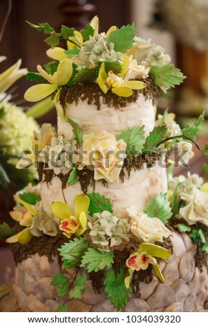 woodsy earthy themed wedding cake
