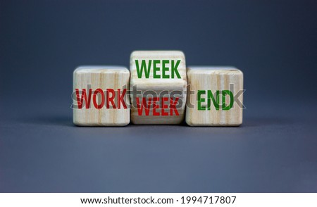 Work week or weekend symbol. Turned the wooden cube and changed words 'Work week' to 'Weekend'. Beautiful grey background. Work week or weekend and business concept. Copy space. Foto stock ©
