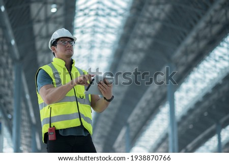 worker inspection  while in Left hand hold tablet. inspector engineer using tablet. Foto stock ©
