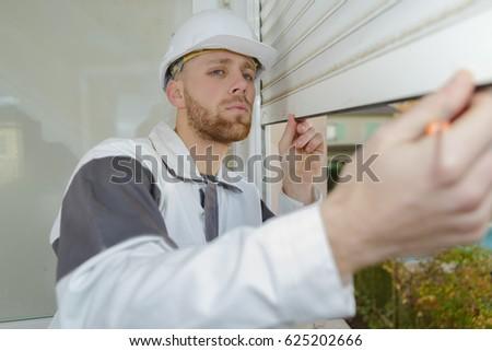 worker installing rolling shutter #625202666