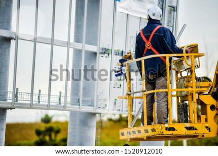 worker specialized in working at heights