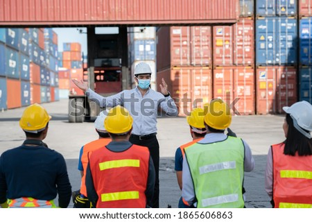 Worker team virus protect,Logistics and transportation business Containers import concept .Engineering worker professional team a logistic or industrial container, Cooperation team corporate. Foto d'archivio ©