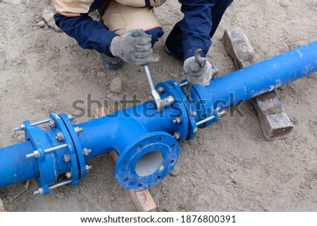 Workers installing water supply pipeline system, close up Foto stock ©