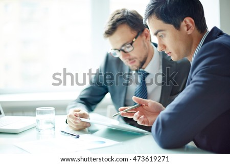 Working in team - Shutterstock ID 473619271