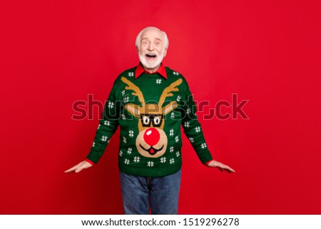 Wow christmas discounts! Portrait of funky old man hipster hear wonderful newyear seasonal sales scream omg wear traditional pullover with reindeer decor ornament isolated over red color background