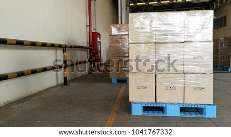 wrap box on pallet before shipping to costomer that easily transfering control
