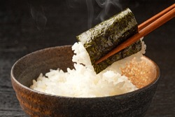 wrap rice with grilled seaweed