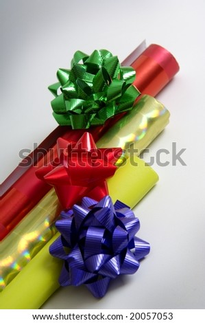 Wrapping paper and bows