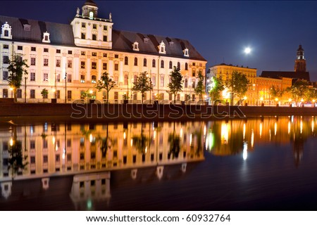 wroclaw university at night
