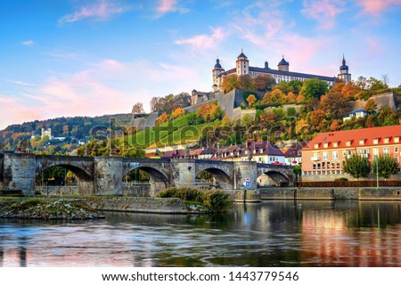 Wurzburg, Bavaria, Germany, view of the Marienberg Fortress and the Old Main Bridge on colorful sunrise Foto d'archivio ©