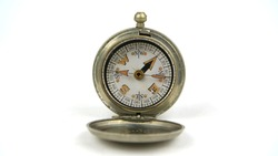 WW1 British Army Compass as used by officers and NCOs in the Great War. This one is dated 1918 and has the Government issue broad arrow stamp.