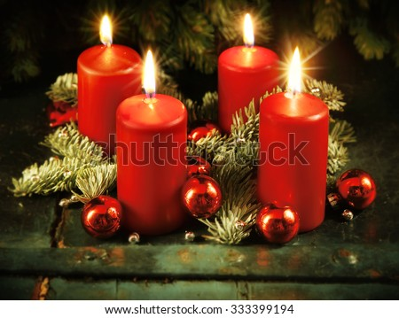 Xmas Advent wreath with four lighted candles for the 4th advent sunday rustic christmas traditional concept Stock foto ©