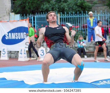 YALTA, UKRAINE, MAY 28: Maksym Mazuryk winning with 5.72 on the Ukrainian Cup in Athletics, on May 28, 2012 in Yalta, Ukraine.He won silver medal in the pole vault event at 2010 European Championships