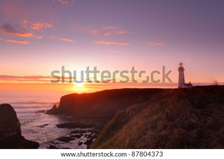 Yaquina Head Lighthouse and Pacific Ocean at sunset