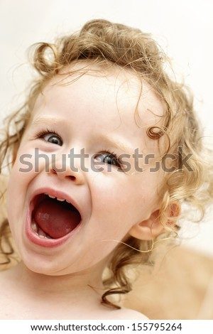 Yelling toddler in the bath