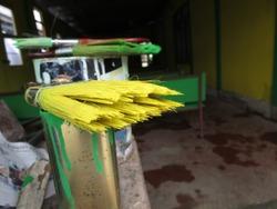 Yellow and green pain brush job