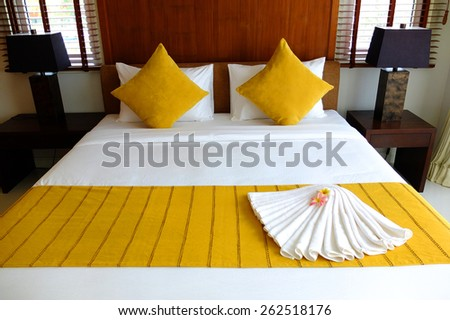 Yellow bed set