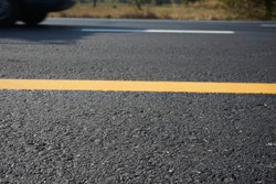 Yellow line color on the road surface