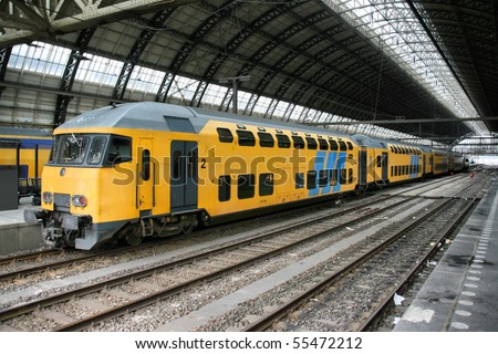 Yellow train in amsterdam central station netherlands for Train hotel amsterdam